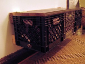wall-bench-crates-side